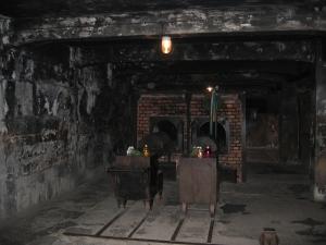 Auschwitz. Polttouuneissa oli saksalaisella täsmällisyydellä ilmoitettu tehotiedot...