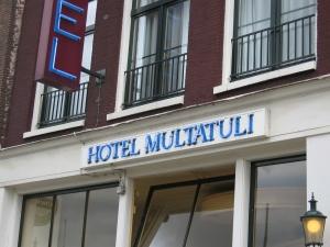 Hassunhauska hotellin nimo