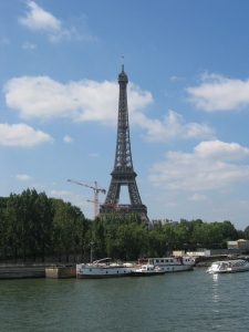 Eiffel ei esittelyjä kaivanne