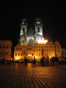 Prahaa iltavalaistuksessa