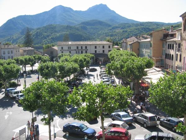 Näkymä hotellin ikkunasta Castellanen torille