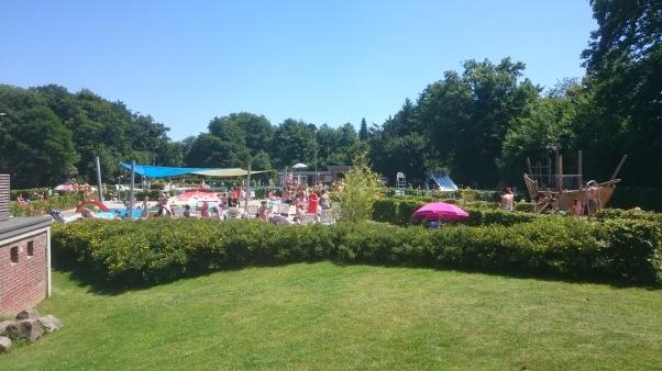 Münsterin leirintäalueen viereinen allasalue