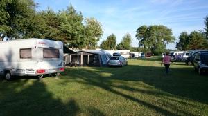 Ostseecamp Suhrendorf - teltta toisen kerran reissulla pystyssä. Tällä kertaa kaikilla tapeilla ja naruilla varustettuna koska paikka oli varsin tuulinen.