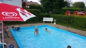 Camping Schüttehof - lastenallas. Vieressä oli myös aikuisten allas.