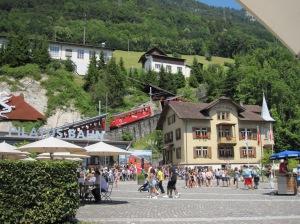 Pilatus Bahn - maailman jyrkin hammasratasjuna 48 asteen maksiminousulla