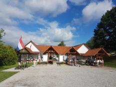 Camping Chvalsiny - huoltorakennus ja pitsauuni