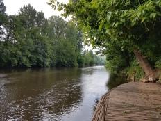 Camping Le Paradise - joen ranta, Alueen kanootit olisivat olleet käytettävissä.