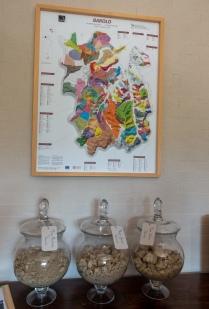 Fratelli Serio & Battista Borgogno - alueen kartta ja näytteet maa-aineksista